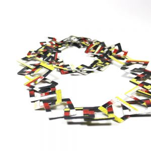 Collana leggera quadrata in cartapesta